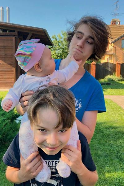 Дети актера: Федор, Фома и маленькая Прасковья