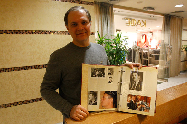 Игорь Утесов собирает альбом из отцовских и своих фото