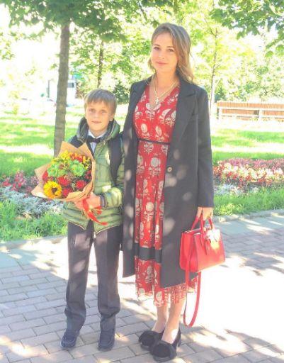 Анна Толмацкая с сыном в День знаний