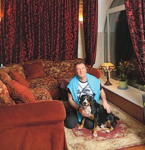 «Вагнера, пса породы энтлебухер зенненхунд, я завел год назад, пришлось выделить комнату, чтобы не бегал по всему дому», – говорит Пенкин «СтарХиту»