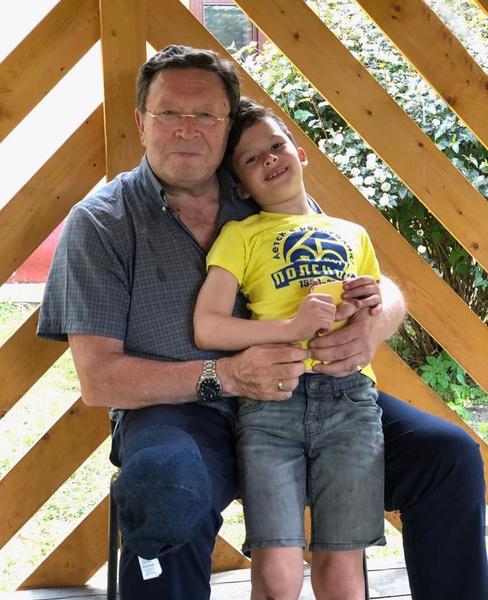 Георгий Мартиросян проводит много времени с внуком