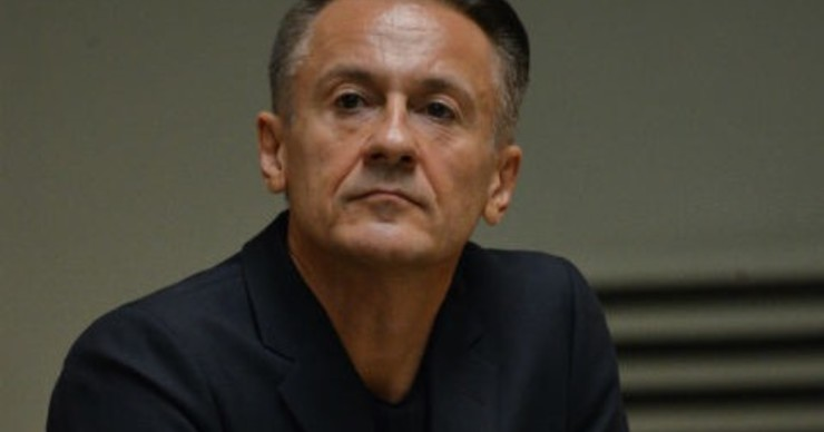 Олег Меньшиков отменил спектакль из-за болезни