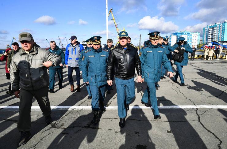 Одно из последних фото Зиничева: накануне он прибыл в порт города перед началом учений по защите от чрезвычайных ситуаций в арктической зоне