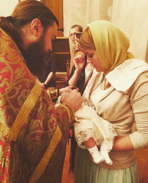 Обряд крещения дочери Германики