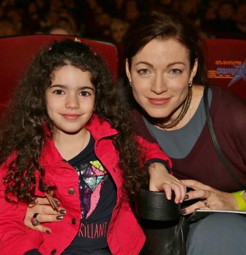 Алена Хмельницкая с дочерью Ксенией Кеосаян