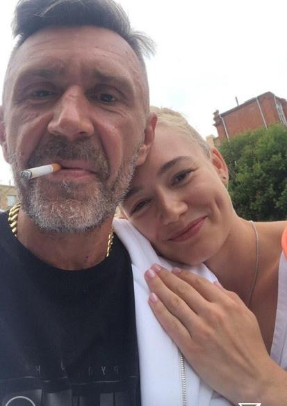 Оксана Акиньшина поддерживает дружеские отношения с Сергеем Шнуровым