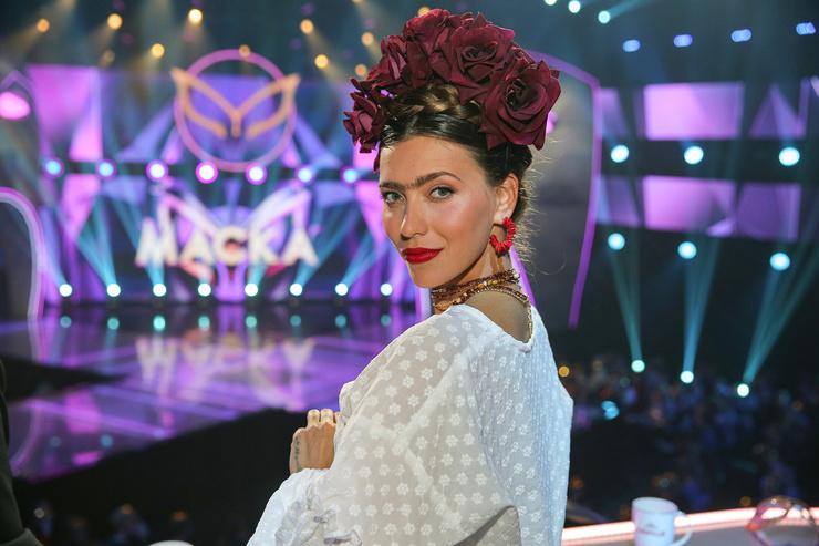 Регина Тодоренко в образе Фриды Кало появилась в номере, в котором был раскрыт неваляшка