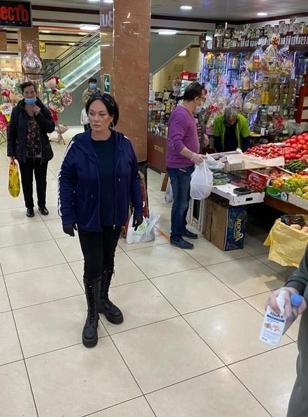 Перед визитом Лариса обычно закупается на рынке