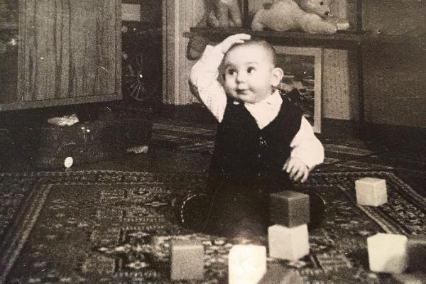 В 2 года Андрюше нравились кубики, а став старше, он полюбил самолетики