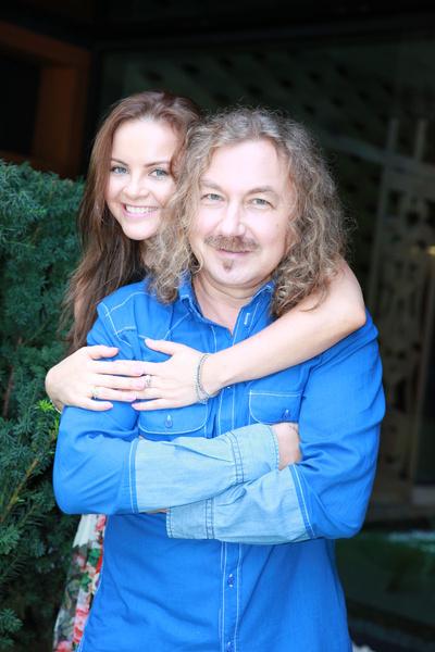 Игорь Николаев 10 лет счастлив в браке с Юлией Проскуряковой