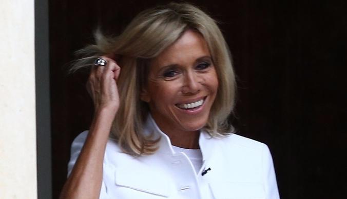 Французы восстали против жены президента Макрона
