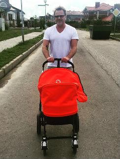 Владимир Пресняков на прогулке с сыном Артемом