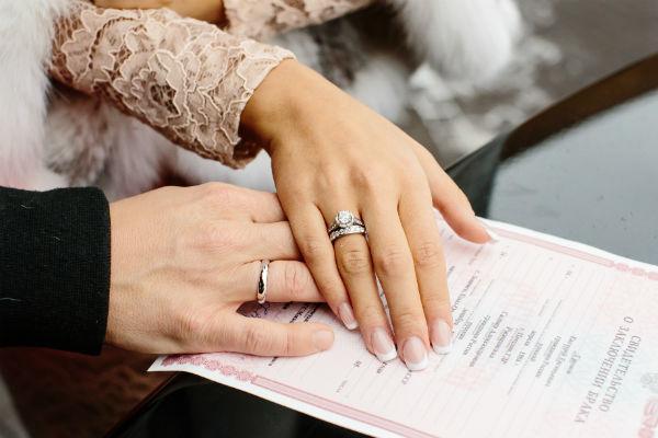 Влюбленны сыграли свадьбу пятого ноября