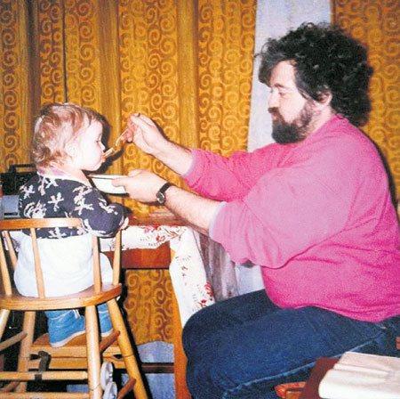 Отец артистки с внучкой
