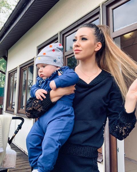 Алена Рапунцель с сыном