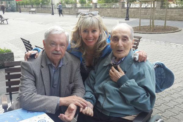 Анатолий Алексин (справа) с дочерью Аленой и другом Альбертом Лихановым