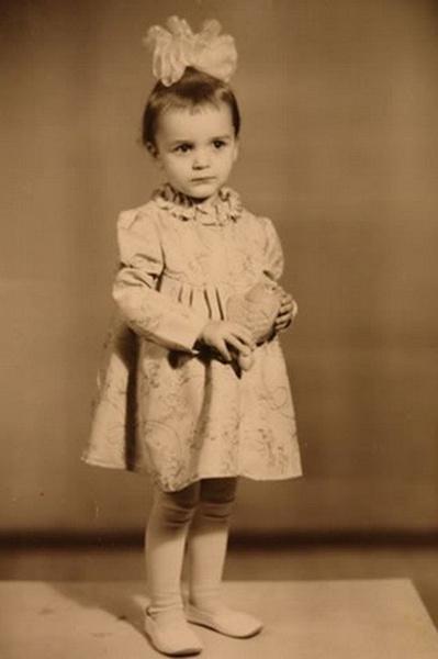 Анастасия Сланевская родилась в простой семье водителя и экономиста