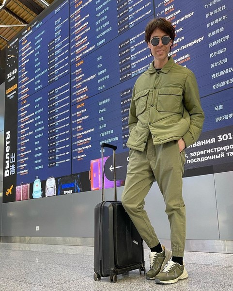 В перерывах между прогоном и репетицией Тишман фиксировал себя в аэропорту, чтобы запутать судей и зрителей