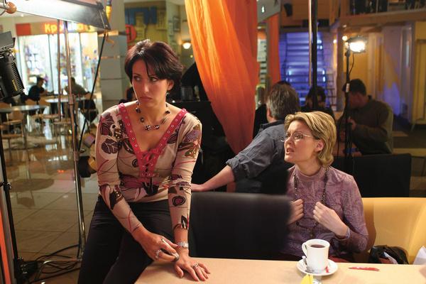 В конце сериала персонаж Алики начинает искать мужчину ради любви, а не денег