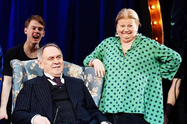 Афанасьев продолжает играть в театре