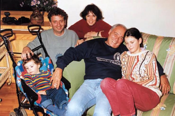 Владимир Познер с семьей дочери