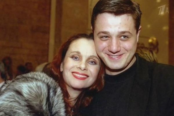С сыном Алексеем актриса была очень дружна