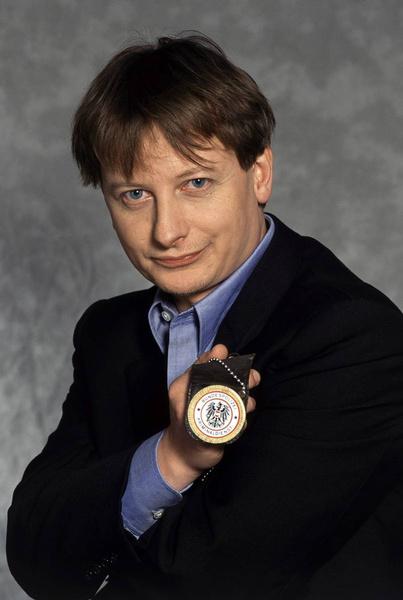Десятки лет спустя: перемены во внешности звезд сериала «Комиссар Рекс»