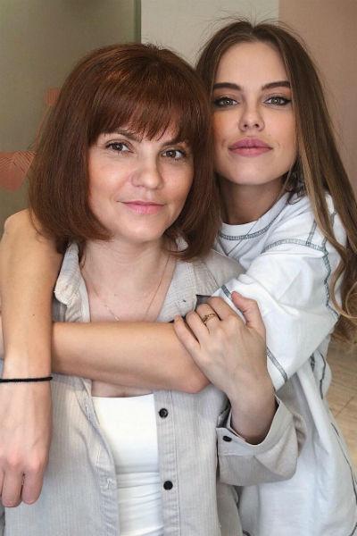 Дарья очень близка с мамой и старается во всем советоваться с ней