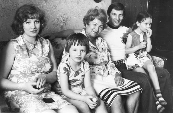 Из-за постоянных сборов Третьяк не мог уделять достаточно времени семье