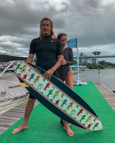 Оба супруга увлекаются серфингом