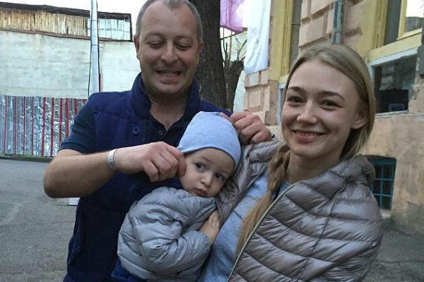 Актриса с супругом и сыном