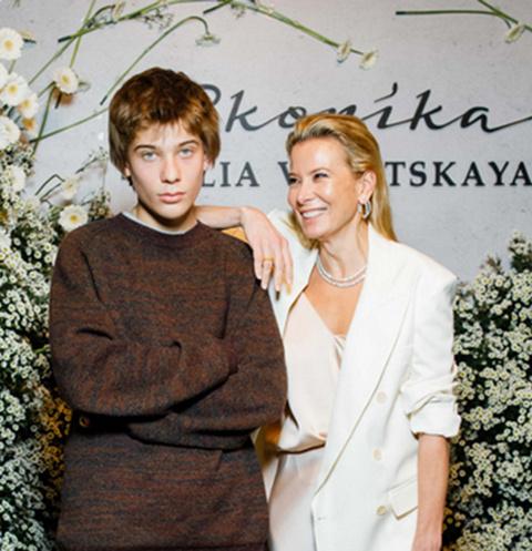 Юлия Высоцкая с сыном