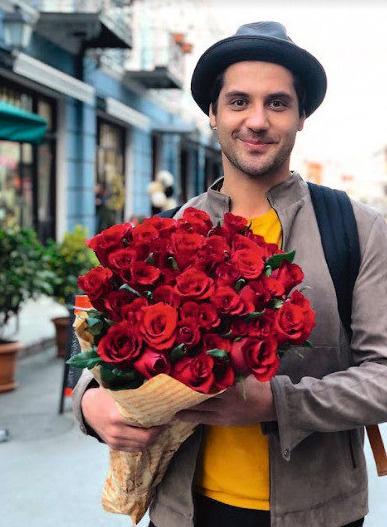 Марк регулярно балует возлюбленную приятными сюрпризами