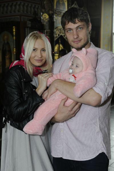 Элина Камирен и Александр Задойнов с дочерью Сашей