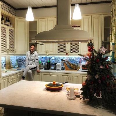 Так выглядит кухня дома Прилучных