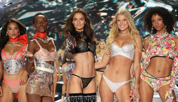 Модели Victoria's Secret сообщили о многолетних сексуальных домогательствах