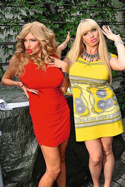 Ардова стала известна благодаря сериалу «Одна за всех». На фото — с коллегой Эвелиной Бледанс