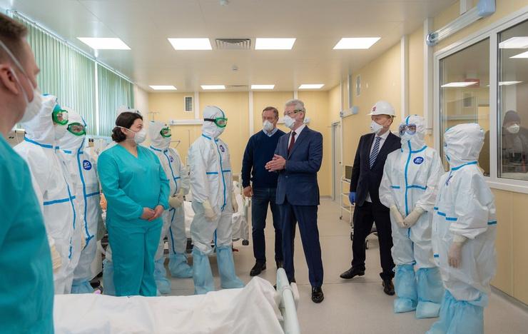 Собянин поблагодарил медперсонал за их нелегкий труд