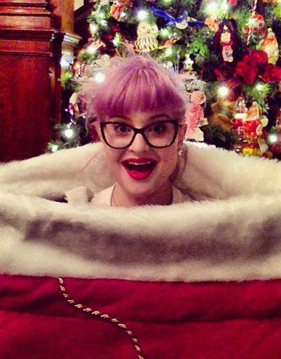 Ну а Келли Осборн сама стала рождественским подарком