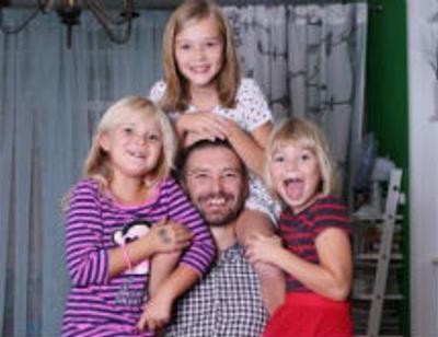 Владимир Кристовский готов выдать замуж четырех дочерей