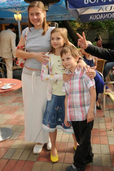 Мария Голубкина с детьми после развода с Николаем Фоменко. 2009 год