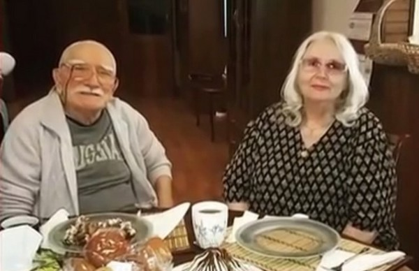Армен Борисович проводит время с любимой женой