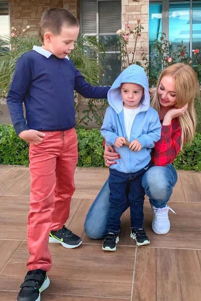 Дарья Пынзарь проводит время с детьми в Турции