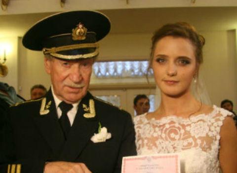 Молодую жену Ивана Краско заставили сделать тест на беременность
