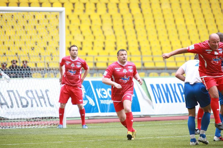 Много лет Соловьев увлекается футболом