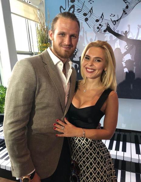 Певица и хоккеист расстались летом 2019 года