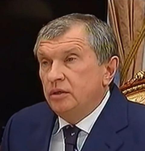 В прошлом году Сечин развелся с супругой Ольгой Рожковой