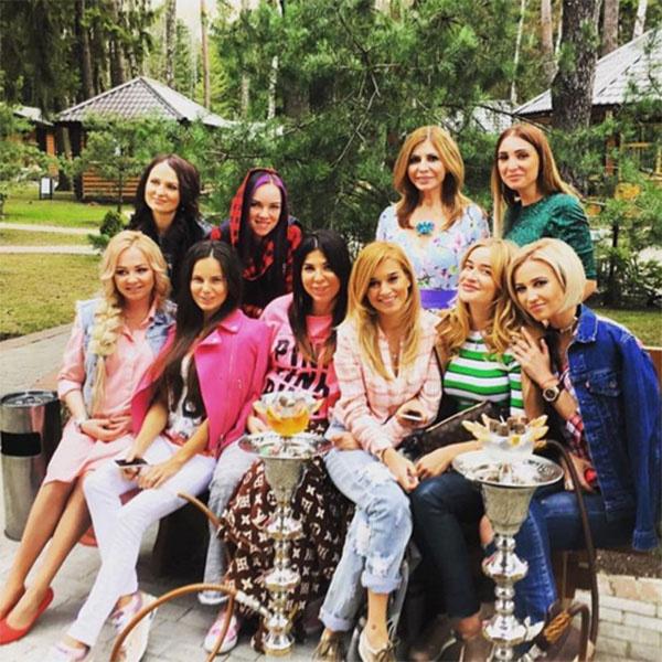 Дарья Пынзарь с подругами