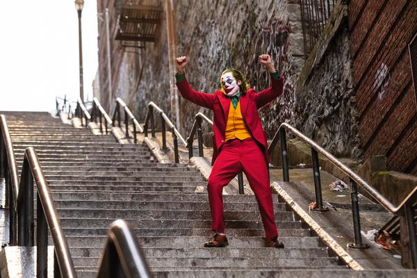 Похудел на 20 килограммов, смотрел видео про маньяков: как Хоакин Феникс готовился к роли «Джокера»