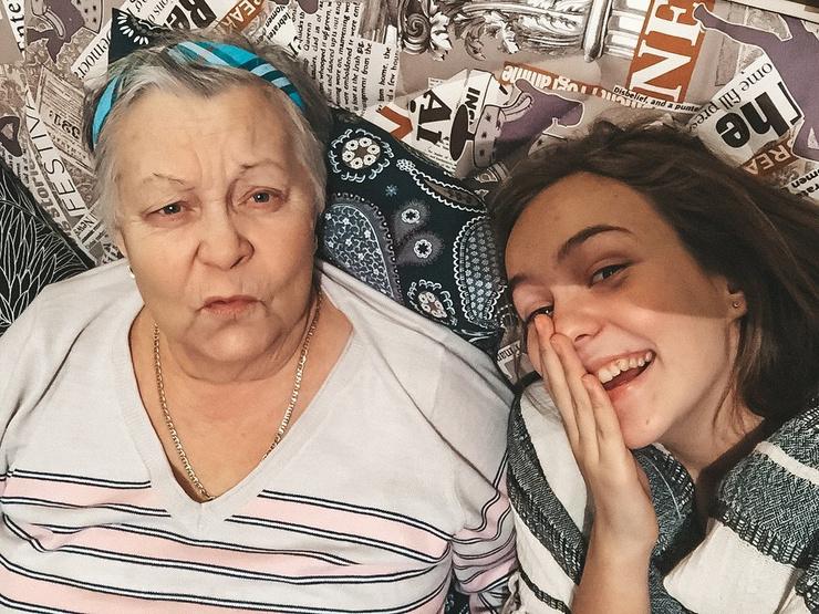 Маша Маева с бабушкой